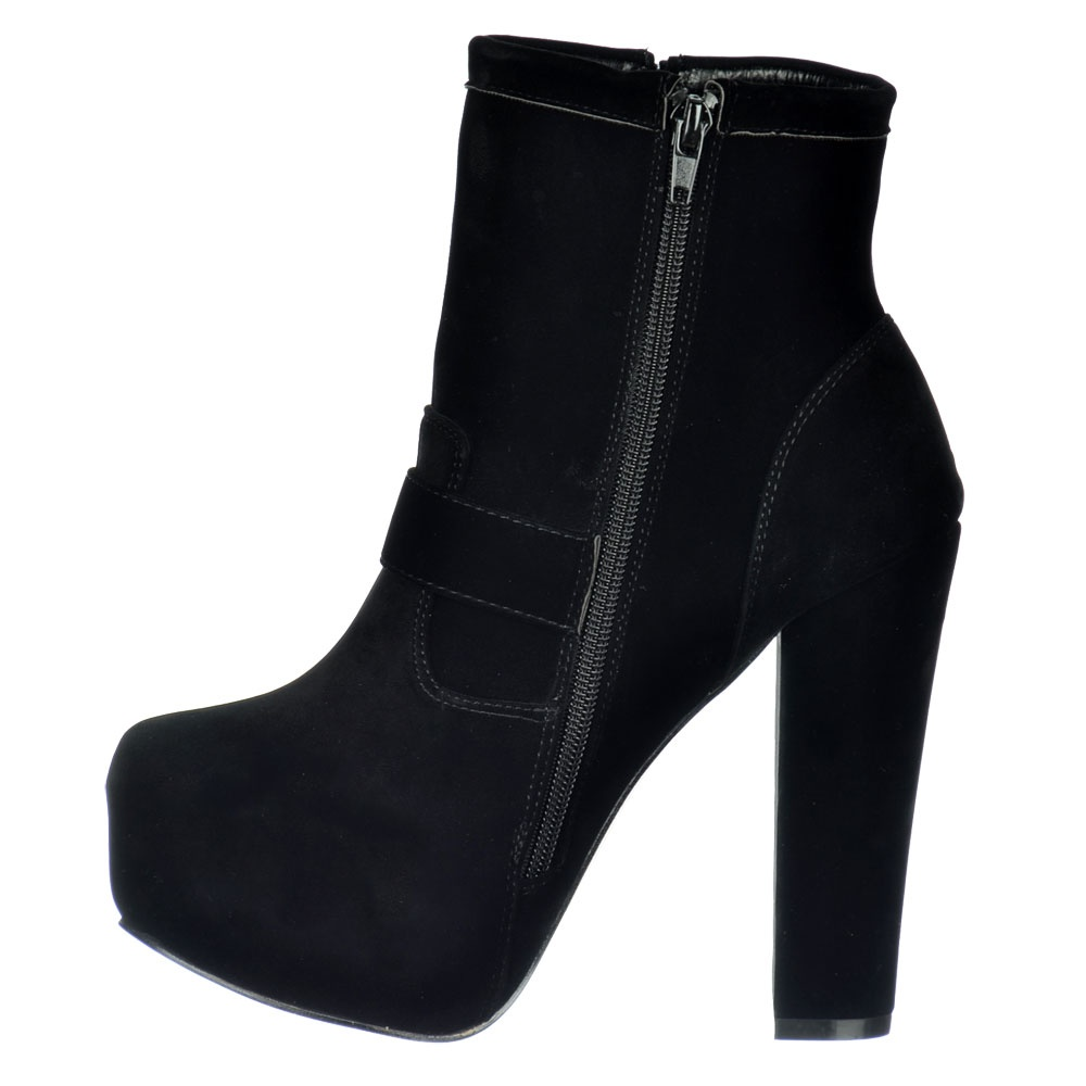 Suede Ankle Boots Both men and women can enjoy the hip, fun style of suede ankle boots. Out of all the men's shoes in the world, this style of footwear add some variation to the average wardrobe.